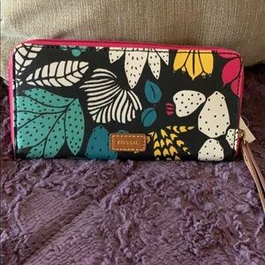 FOSSIL Eliza Clutch Wallet Dark Floral NWT new